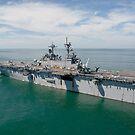 Das amphibische Sturmschiff USS Wasp durchquert den Atlantik. von StocktrekImages
