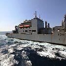 Trockenfracht / Munitionsschiff USNS Richard E. Byrd während einer Auffüllung auf See. von StocktrekImages