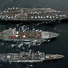 US Navy Schiffe führen eine Nachschub auf See im Pazifischen Ozean durch. von StocktrekImages
