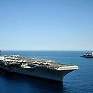 USS Harry S. Truman kreuzt neben der deutschen Marine Fregatte FGS Hessen. von StocktrekImages