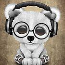 Netter Baby-polarer Bär DJ, der Kopfhörer trägt von jeff bartels