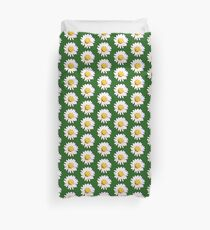 Field of daisies. Duvet Cover