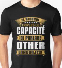 El alcohol triples le capacité di parlare other languajes T-Shirt