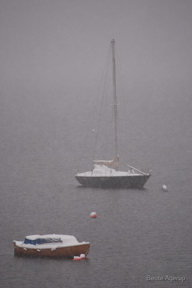 Boats in mist and snow by Bente Agerup