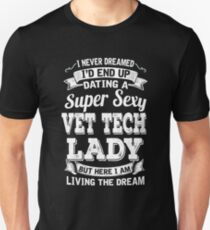 I never dreamed I'd end up dating a supper sexy Vet Tech Lady but here i am living the dream  T-Shirt