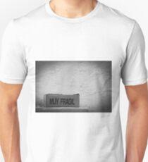 muy fragil  T-Shirt