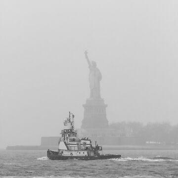 Estatua de la libertad con remolcador de ShootFirstNYC
