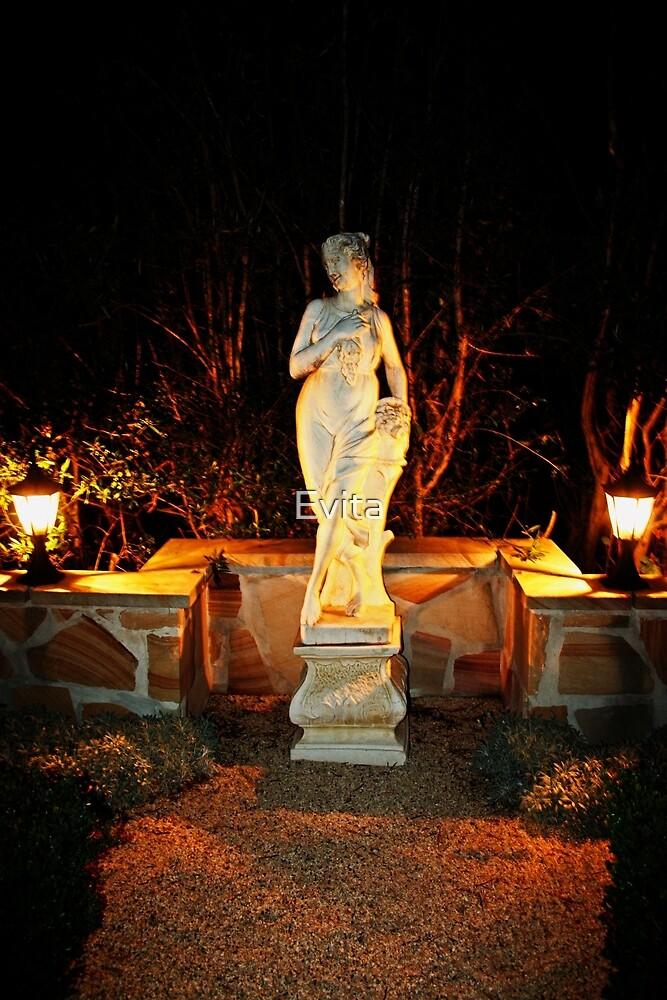 Statue in einem Garten von Evita