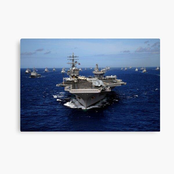 El portaaviones USS Ronald Reagan lidera una formación masiva de barcos a través del Océano Pacífico. Lienzo