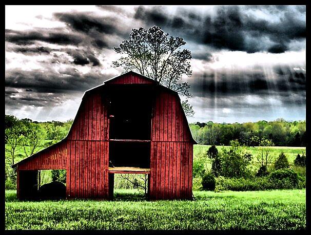 Stormy barn... by daisyloubob