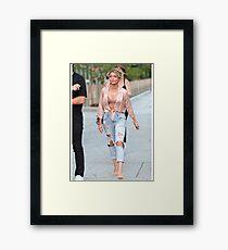 Sarah Hyland - Actrice  Framed Print