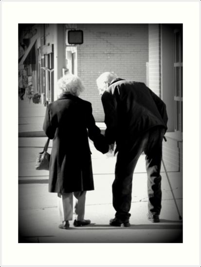 Láminas Artísticas Still In Love Pareja De Ancianos Tomados De La