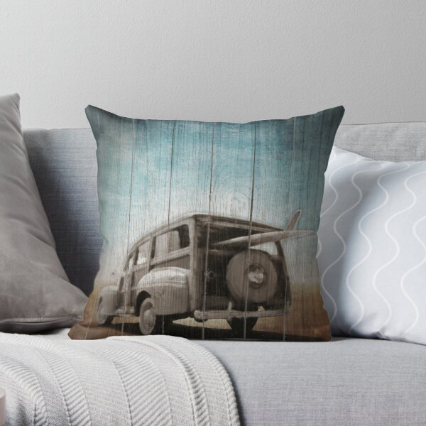 Station wagon woody in the sunset Throw Pillow