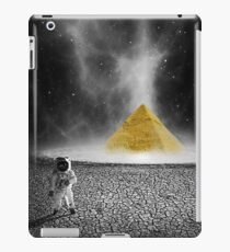 Space Pyramid (Sci Fi) iPad Case/Skin