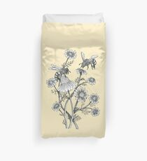 bees and chamomile on honey background  Duvet Cover