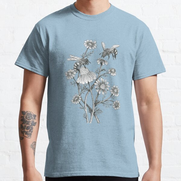 bees and chamomile on caramel background Classic T-Shirt