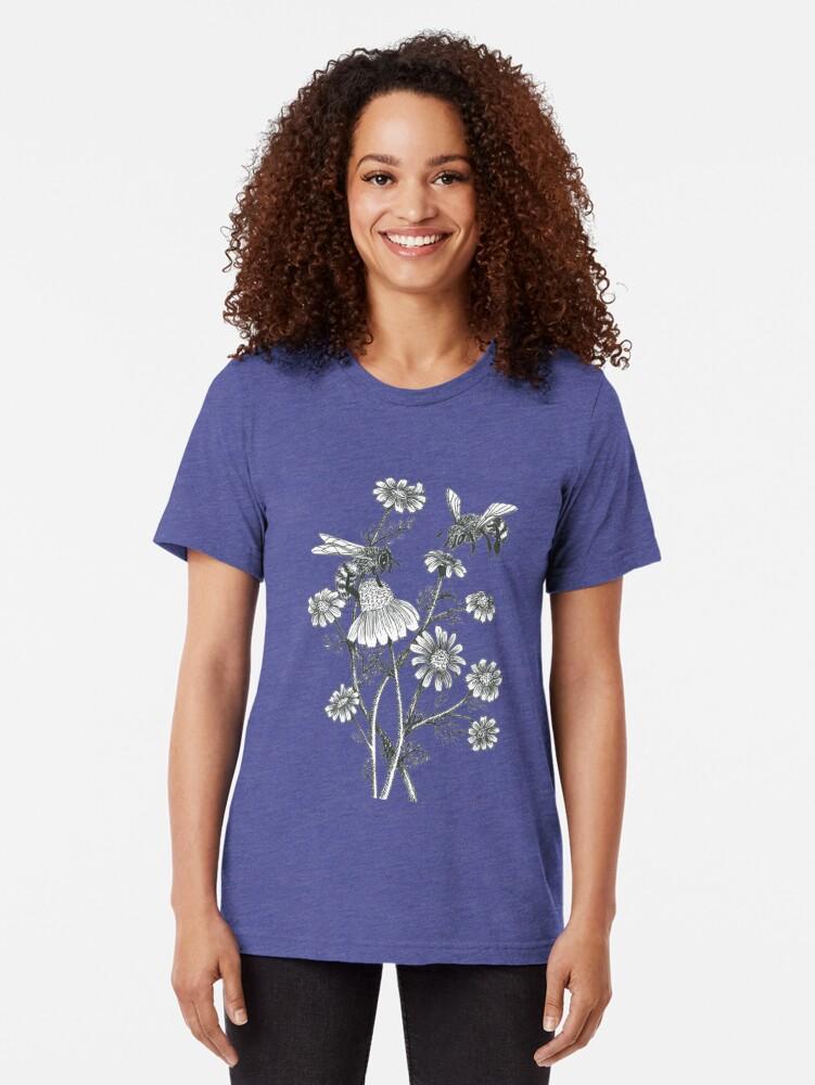 Alternative Ansicht von Bienen und Kamille auf Karamell Hintergrund Vintage T-Shirt