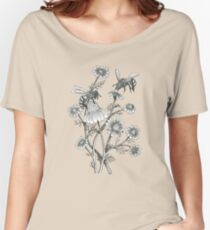 bees and chamomile on dusty pink background Women's Relaxed Fit T-Shirt
