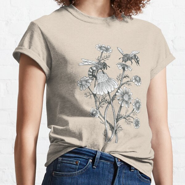 bees and chamomile on dusty pink background Classic T-Shirt