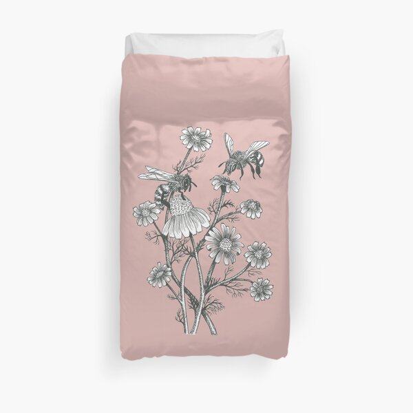 bees and chamomile on dusty pink background Duvet Cover