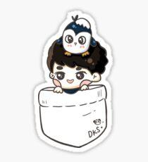 EXO DO & Mr. Penguin in der Tasche Sticker