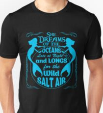 She Dreams Of The Oceans Shirt T-Shirt