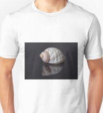 Seashell snail reflection T-Shirt