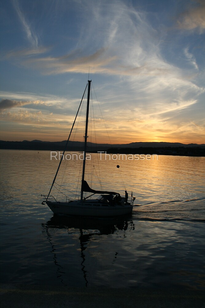 Sailing by Sunset by Rhonda  Thomassen