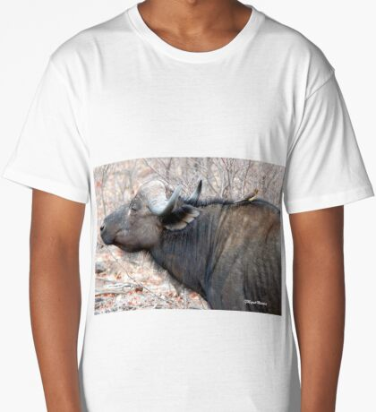 A COMPANION FOR THE LONELY BULL - The Buffalo - Syncerus caffer  Long T-Shirt