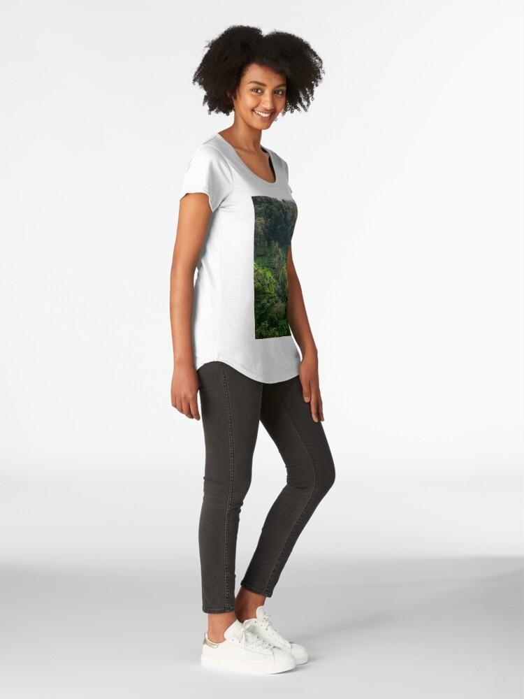 Vista alternativa de Camiseta premium de cuello ancho Terraza de arroz de Bali