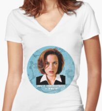 Don´t Underestimate A Woman Women's Fitted V-Neck T-Shirt