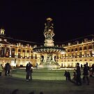 A kiss at Bordeaux fountain at night by graceloves
