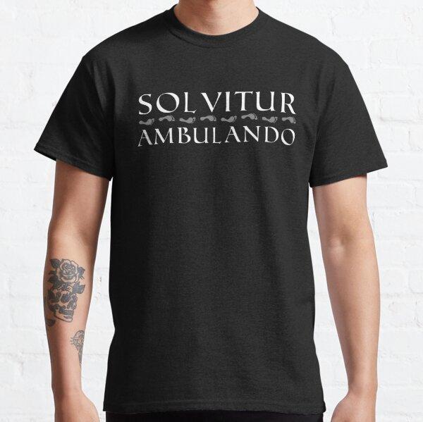 Solvitur Ambulando con huellas (texto blanco) Camiseta clásica