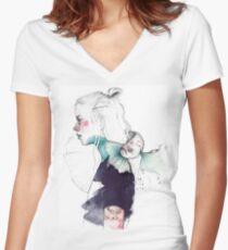 BETTA Women's Fitted V-Neck T-Shirt