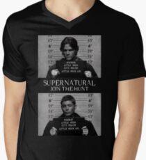 Camiseta de cuello en V Mugshot supernatural