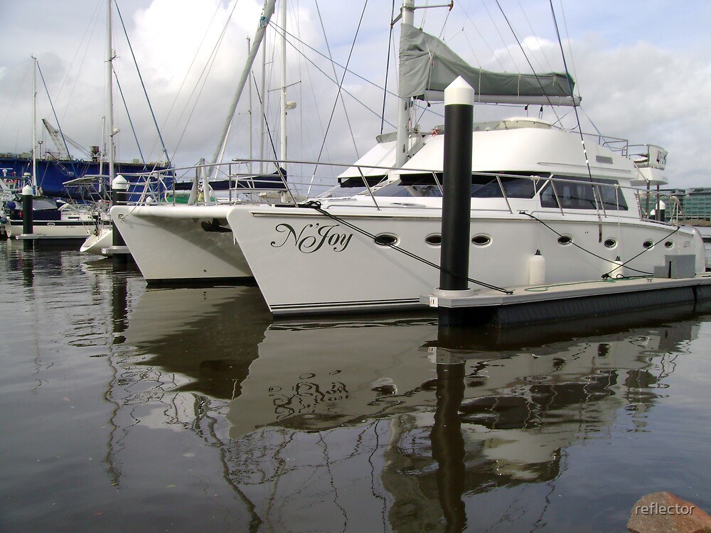 Twin-Hulled Cruiser by reflector
