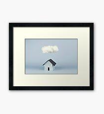 Eine Wolke über dem Haus Gerahmtes Wandbild