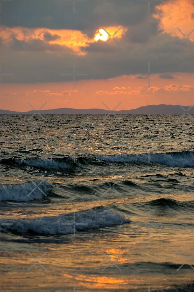 Sunset ocean by Juha Sompinmäki