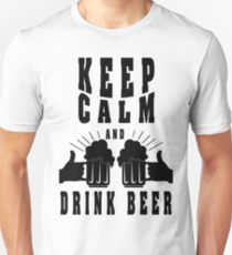 Keep calm and drink beer - Funny beer saying. T-Shirt