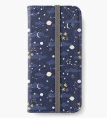 Kosmos, Mond und Sterne. Astronomie-Muster iPhone Flip-Case/Hülle/Skin
