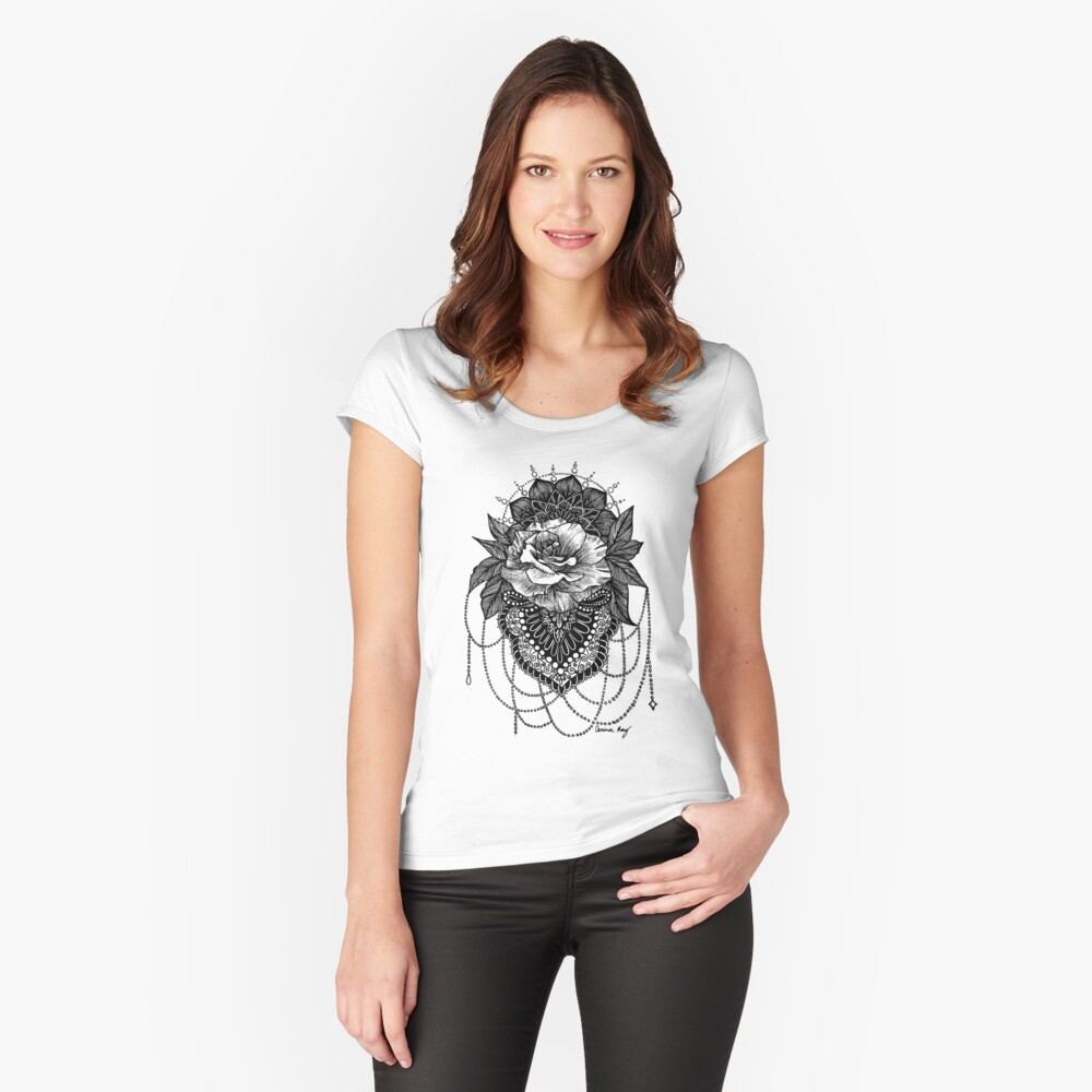 Rosen-Mandala Tailliertes Rundhals-Shirt