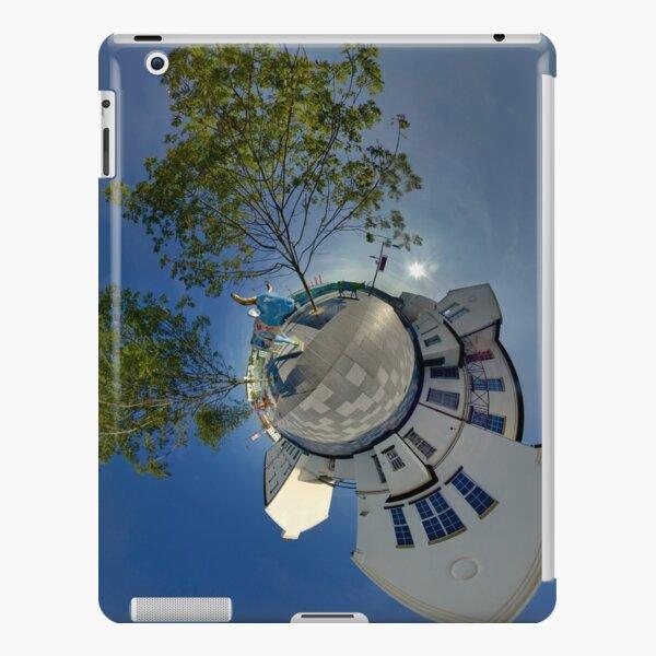 Cow Parade Panorama - Shirt Factory Horn, Derry iPad Snap Case
