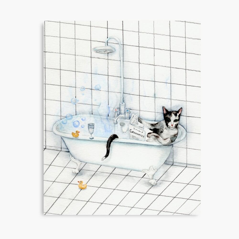 Smoking-Katze, die Zeitung in der Badewanne liest Leinwanddruck