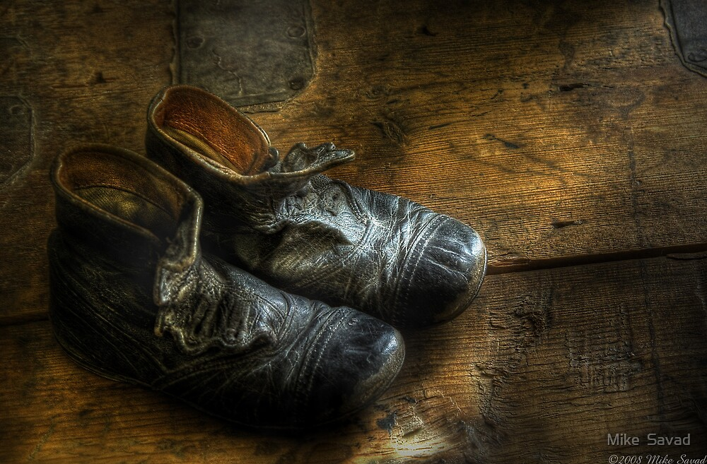 Worn out shoes by Mike  Savad