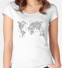 Camiseta entallada de cuello ancho Typography World Map.
