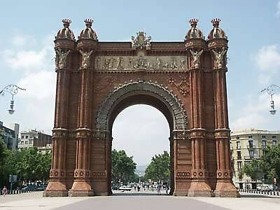 Arch of Triumph in Barcelona, Spain by chord0