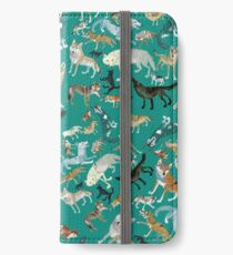 Wolves of the World (Green pattern) Funda o vinilo para iPhone