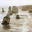 12 Apostles, Victoria by Roz McQuillan