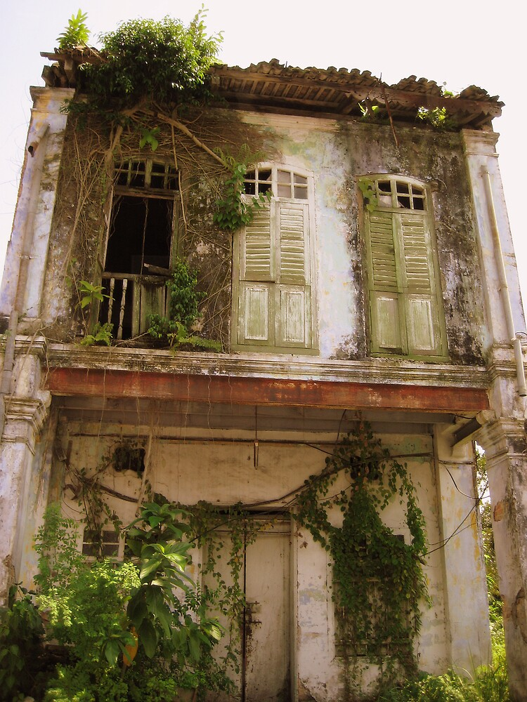 Old Building in Ipoh by Gazz