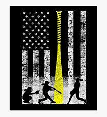 Lámina fotográfica Bandera de Softbol con jugadores de Softbol y Murciélago Amarillo